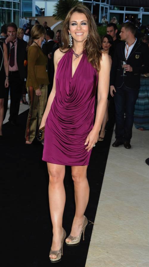 Elizabeth Hurley, sexy tra pubblico e privato 36