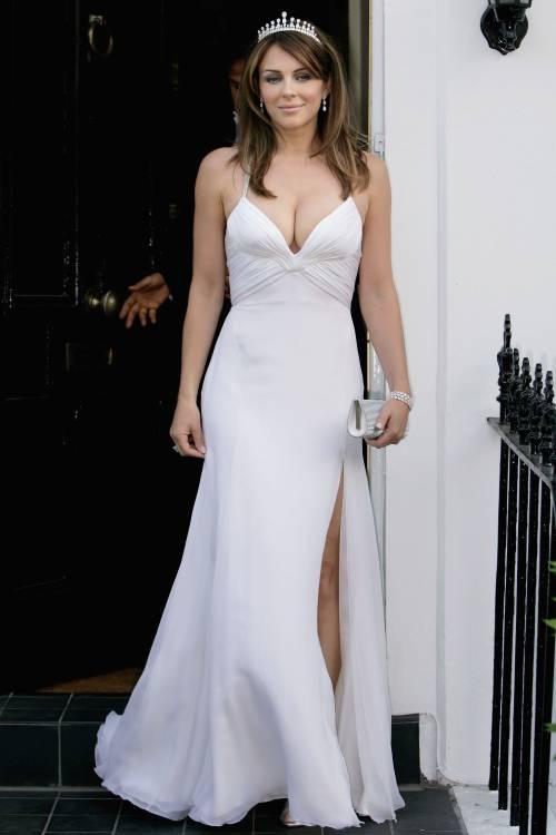 Elizabeth Hurley, sexy tra pubblico e privato 37