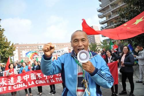 Tibet, giovani si dà fuoco contro il dominio cinese