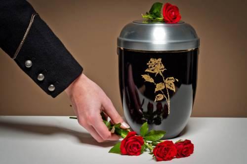 La cremazione non è peccato ma le ceneri restano sacre