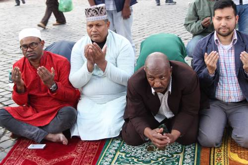 Il venerdì di preghiera dei musulmani al Colosseo 4