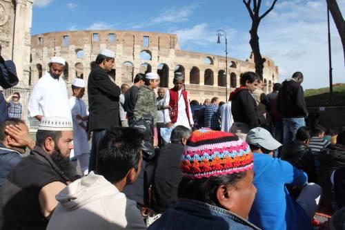 Il venerdì di preghiera dei musulmani al Colosseo 8