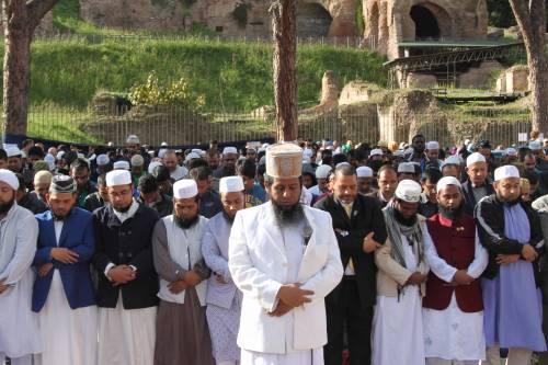 Il venerdì di preghiera dei musulmani al Colosseo 5