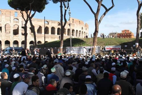 Il venerdì di preghiera dei musulmani al Colosseo 9