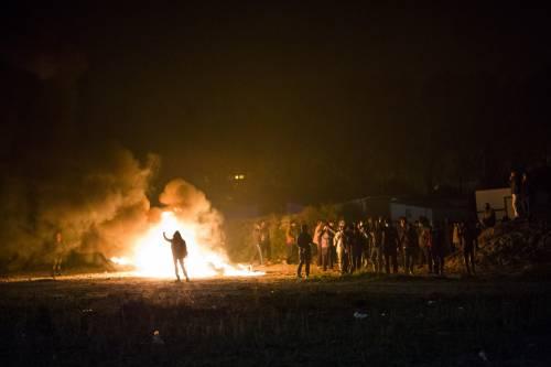 """A Calais scoppia la rivolta nella """"giungla"""" 3"""