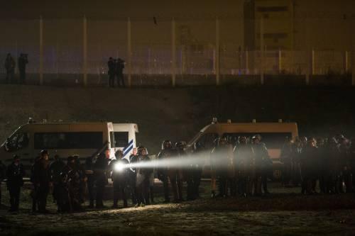 """A Calais scoppia la rivolta nella """"giungla"""" 5"""