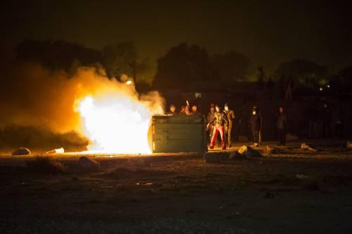 """A Calais scoppia la rivolta nella """"giungla"""" 7"""