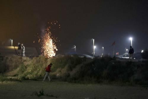 """A Calais scoppia la rivolta nella """"giungla"""" 8"""