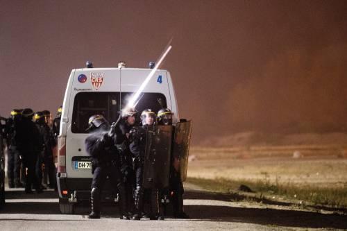 """A Calais scoppia la rivolta nella """"giungla"""" 11"""