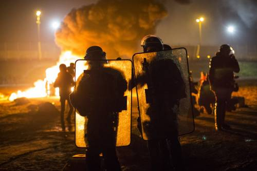 """A Calais scoppia la rivolta nella """"giungla"""" 15"""