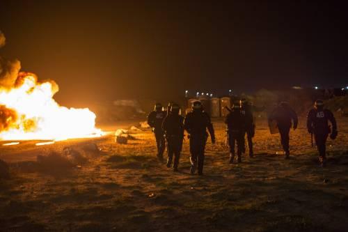 """A Calais scoppia la rivolta nella """"giungla"""" 14"""