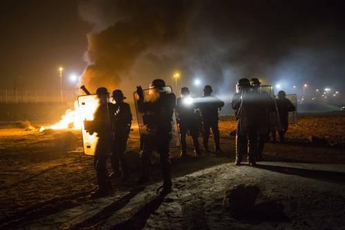 """A Calais scoppia la rivolta nella """"giungla"""" 13"""