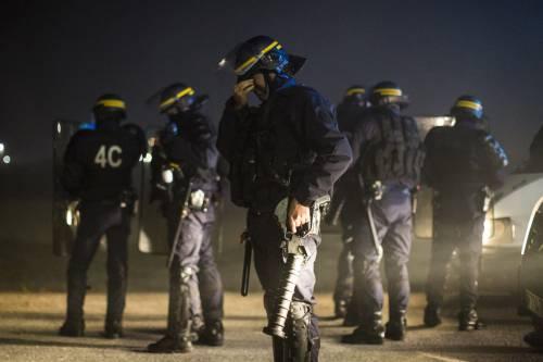 """A Calais scoppia la rivolta nella """"giungla"""" 16"""