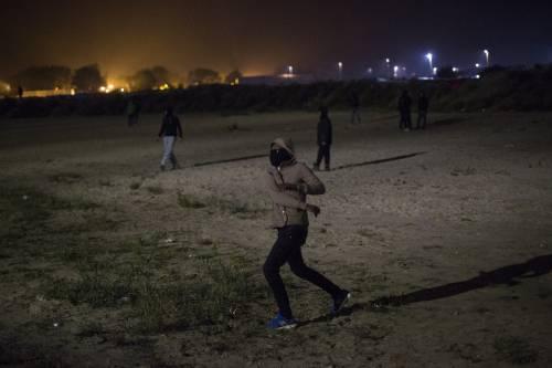 """A Calais scoppia la rivolta nella """"giungla"""" 19"""