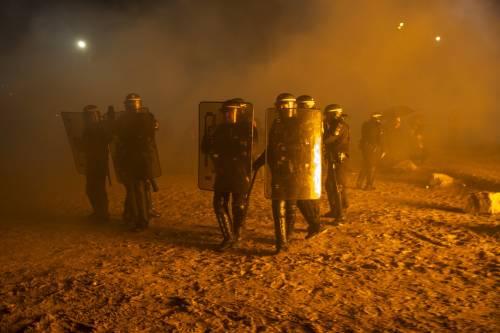 """A Calais scoppia la rivolta nella """"giungla"""" 20"""
