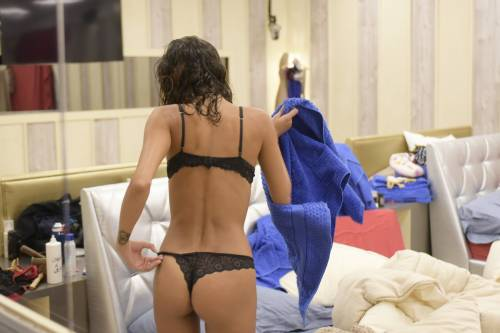 Grande Fratello Vip: doccia hot per Mariana Rodriguez 10