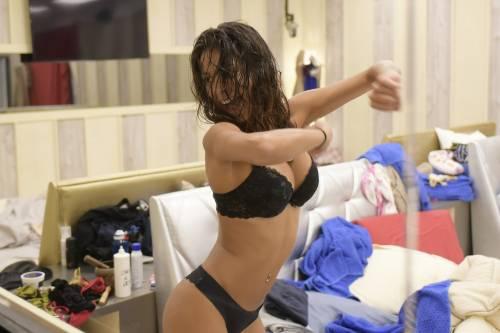 Grande Fratello Vip: doccia hot per Mariana Rodriguez 9