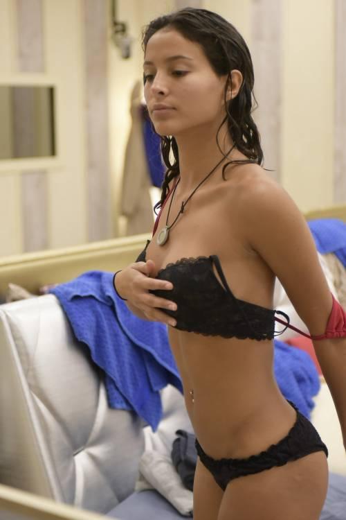 Grande Fratello Vip: doccia hot per Mariana Rodriguez 12