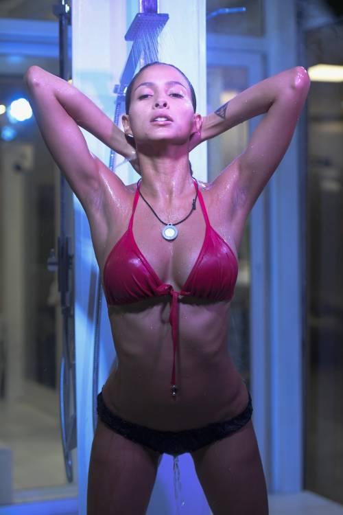 Grande Fratello Vip: doccia hot per Mariana Rodriguez 45