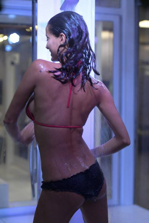 Grande Fratello Vip: doccia hot per Mariana Rodriguez 47