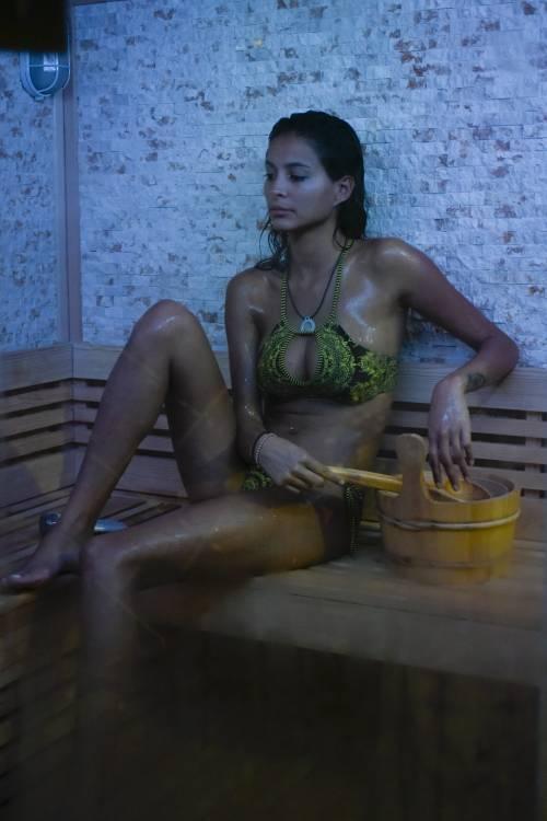 Grande Fratello Vip: doccia hot per Mariana Rodriguez 41