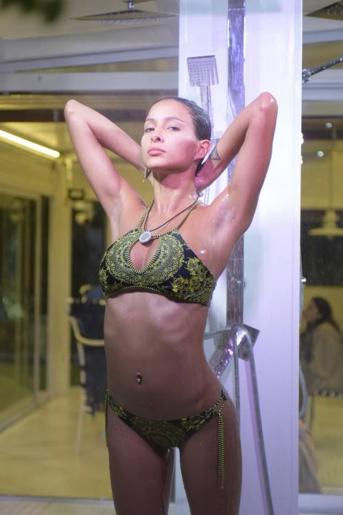 Grande Fratello Vip: doccia hot per Mariana Rodriguez 57
