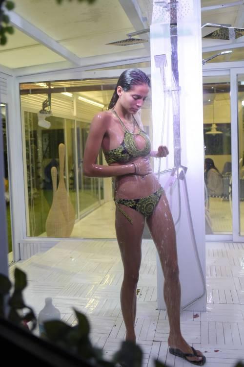 Grande Fratello Vip: doccia hot per Mariana Rodriguez 60