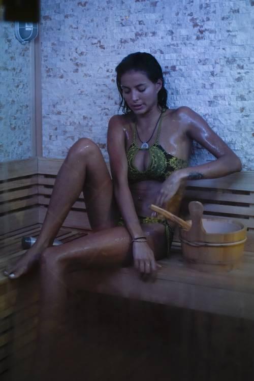 Grande Fratello Vip: doccia hot per Mariana Rodriguez 64