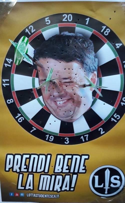 Renzi preso a freccette 2