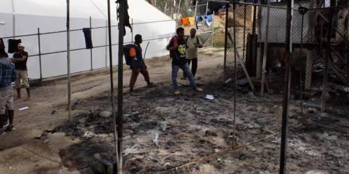 Immigrati, la Grecia esplode (ancora): assalto al centro Ue di Lesbo
