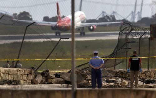 Malta, aereo di sorveglianza doganale francese si schianta nell'aeroporto La Valletta 6