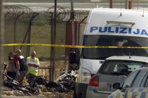 Malta, aereo di sorveglianza doganale francese si schianta nell'aeroporto La Valletta 4