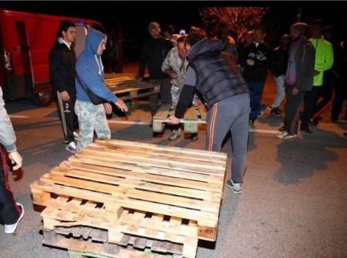 Ferrara, cittadini in strada contro i profughi 4