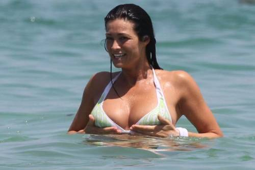 Manuela Arcuri Calendario.Manuela Arcuri Non Rifarei Calendari Sexy Ilgiornale It