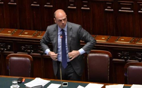 Nuova rissa, Alfano si sveglia: stop ad altri profughi a Milano