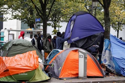 Parigi invasa dai migranti 4