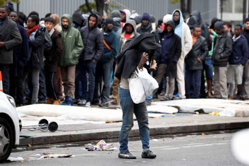 Parigi invasa dai migranti 3