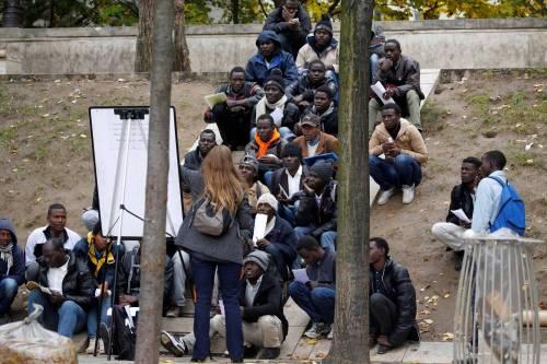 Parigi invasa dai migranti 6