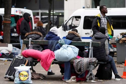 Parigi invasa dai migranti 7