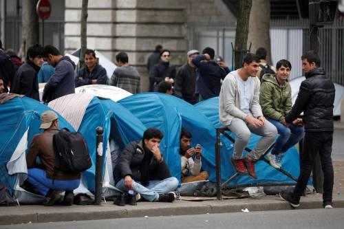 Parigi invasa dai migranti 8