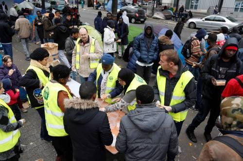 Parigi invasa dai migranti 11