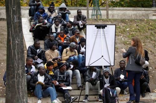 Parigi invasa dai migranti 10