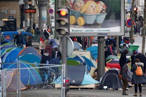 Parigi invasa dai migranti 9