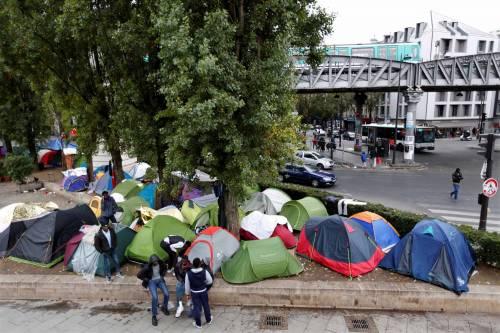 Parigi invasa dai migranti 14