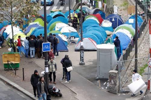Parigi invasa dai migranti 13
