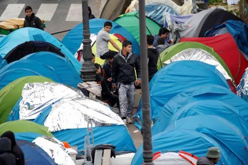 Parigi invasa dai migranti 16