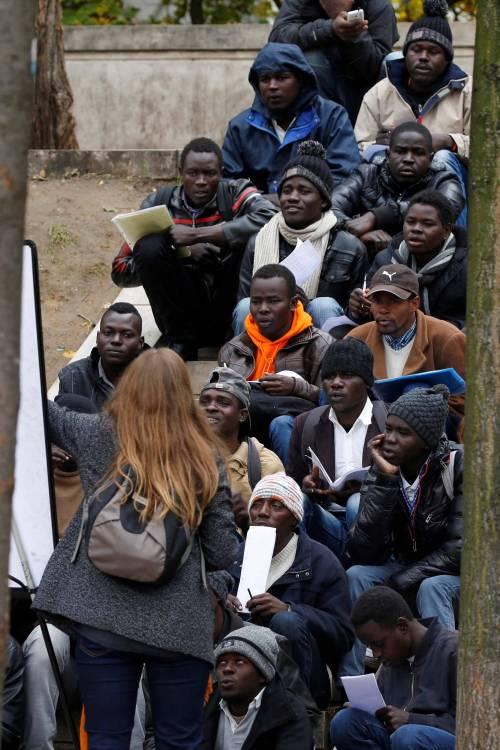 Parigi invasa dai migranti 17