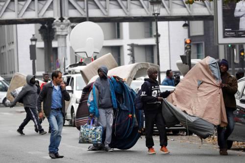 Parigi invasa dai migranti 19