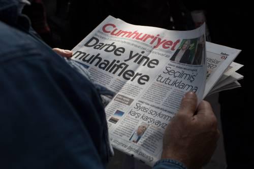 Protesta davanti alla sede di Cumhuriyet 1