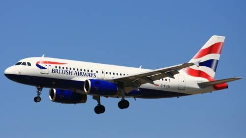 Selfie sexy in volo: pilota della British rischia la sospensione